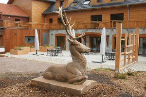 sculpture cerf en pierre sculpteur bruno marson ernolsheim bruche strasbourg