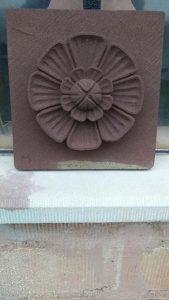 sculpture fleur en grès sculpteur bruno marson ernolsheim bruche strasbourg