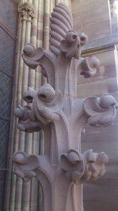 sculpture pinacle en pierre sculpteur bruno marson ernolsheim bruche strasbourg