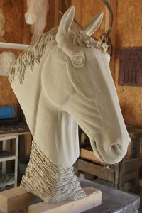 sculpture cheval en grès sculpteur bruno marson ernolsheim bruche