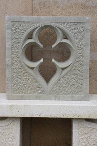 trilobe en pierre tailleur de pierre bruno marson ernolsheim bruche strasboug